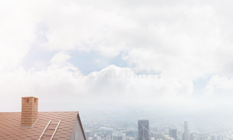 砖房子屋顶和现代都市风景在背景 库存照片