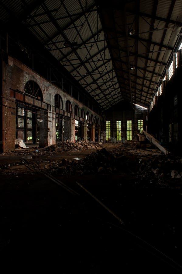 砖拱门+高窗户 — 废弃的断奶联合工厂 — 俄亥俄州扬斯敦 免版税库存图片