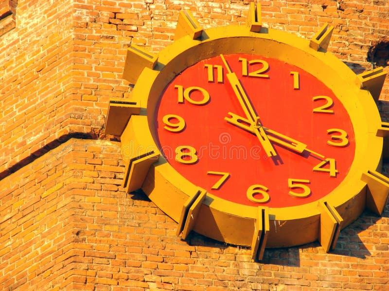 砖时钟墙壁 库存照片