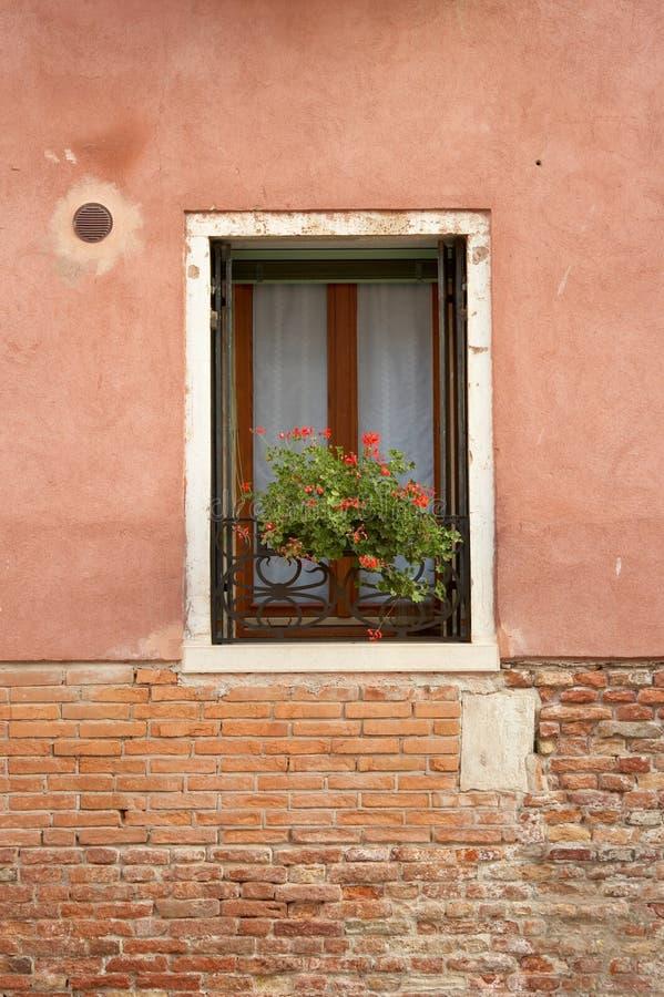 砖灰泥窗台 免版税库存照片