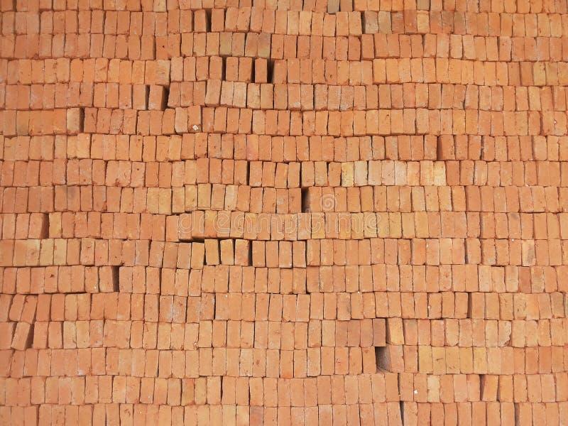 砖瓦房建筑材料堆 库存图片