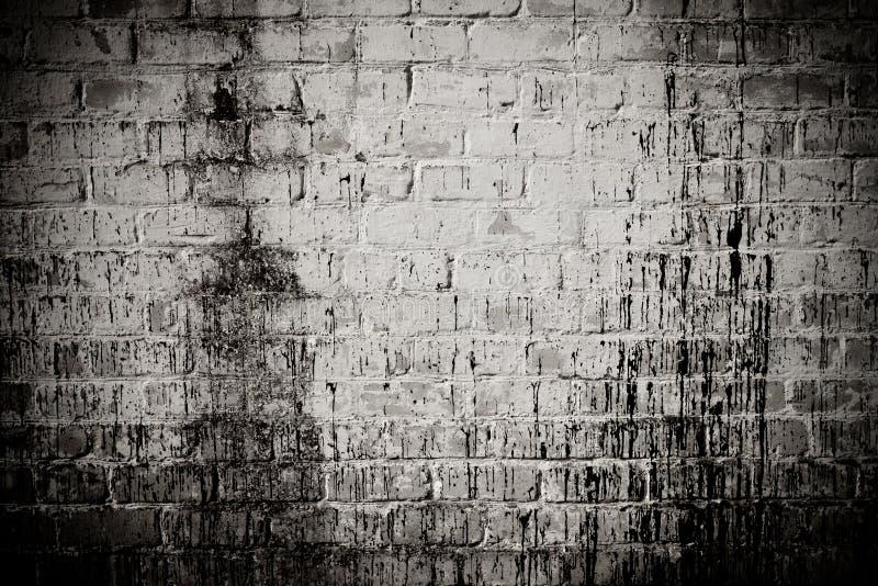 砖白色肮脏的墙壁背景 免版税库存照片