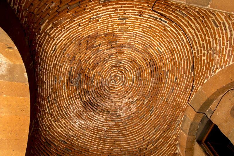 砖穹顶在入口上的对受难者圣徒教会  库存照片