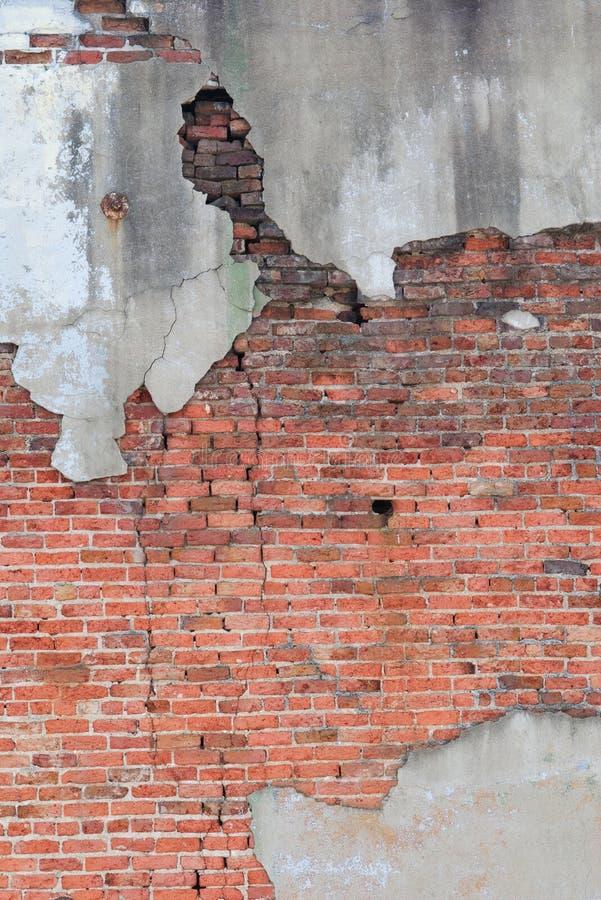 砖粉碎的墙壁 免版税图库摄影
