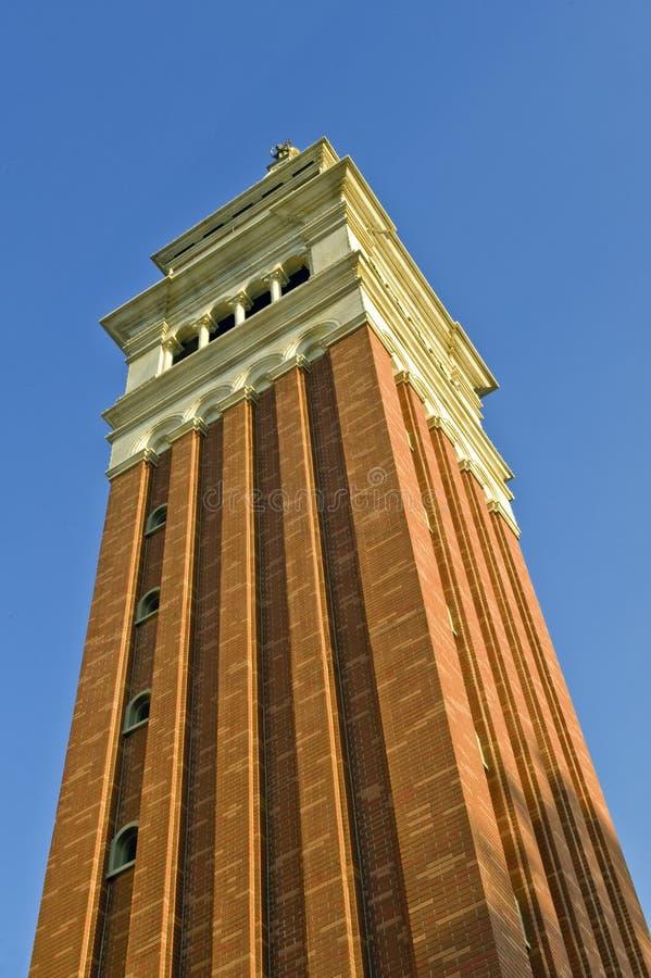 砖红色高塔 免版税库存照片