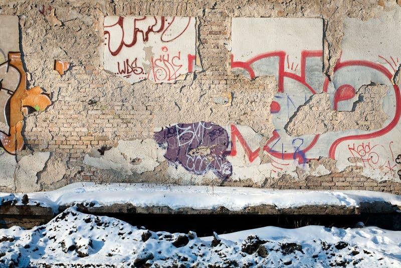 砖雪墙壁 免版税库存照片