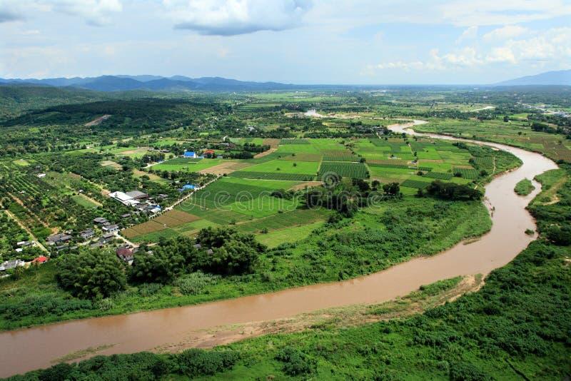 砰河鸟瞰图横跨稻田,清迈的 图库摄影