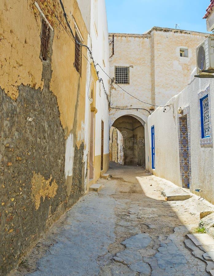 破旧的住房在凯鲁万,突尼斯麦地那  库存图片