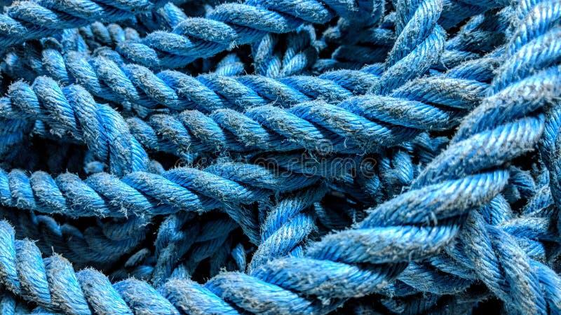 破旧的蓝色绳索 皇族释放例证