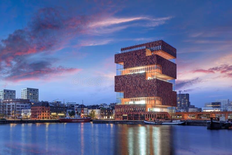 破晓的著名MAS博物馆在时髦安特卫普市中心,比利时 免版税库存图片
