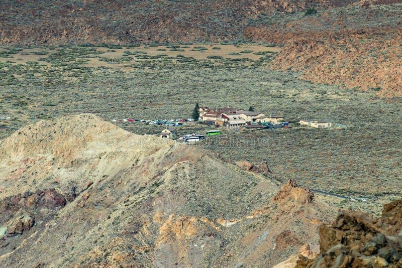 破火山口和罗屈埃de加西亚吻合风景  从围拢泰德峰火山的山脉的看法 国立公园泰德峰 免版税库存图片