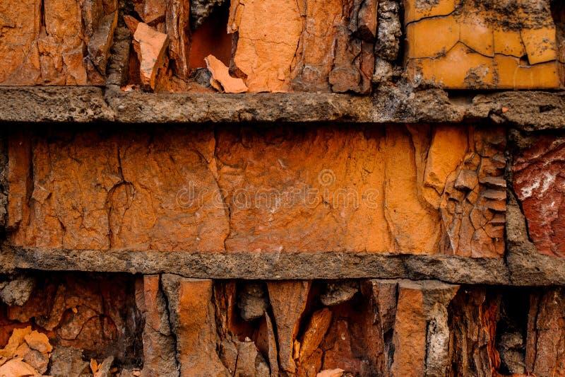 破裂的具体葡萄酒橙色砖墙背景细节  库存图片