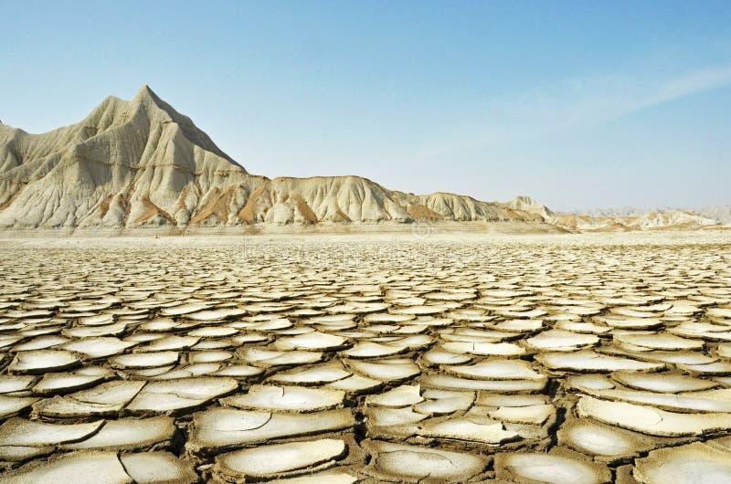 破裂的土地和干燥山 库存图片