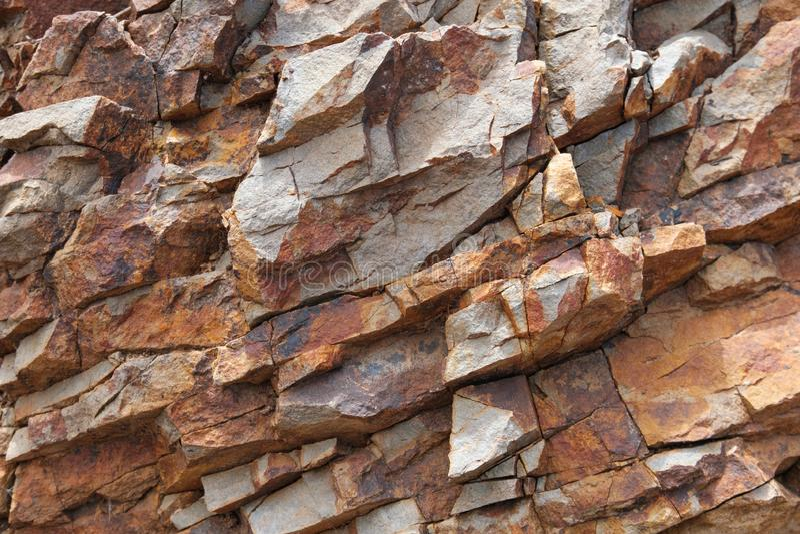 破裂的岩石,页岩石岩石纹理特写镜头 免版税图库摄影