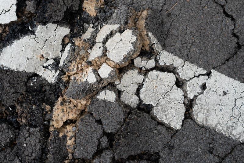 破裂的沥青纹理背景照片 免版税图库摄影