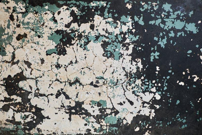 破裂的老油漆纹理 白色,蓝色和黑色色的墙壁 库存图片