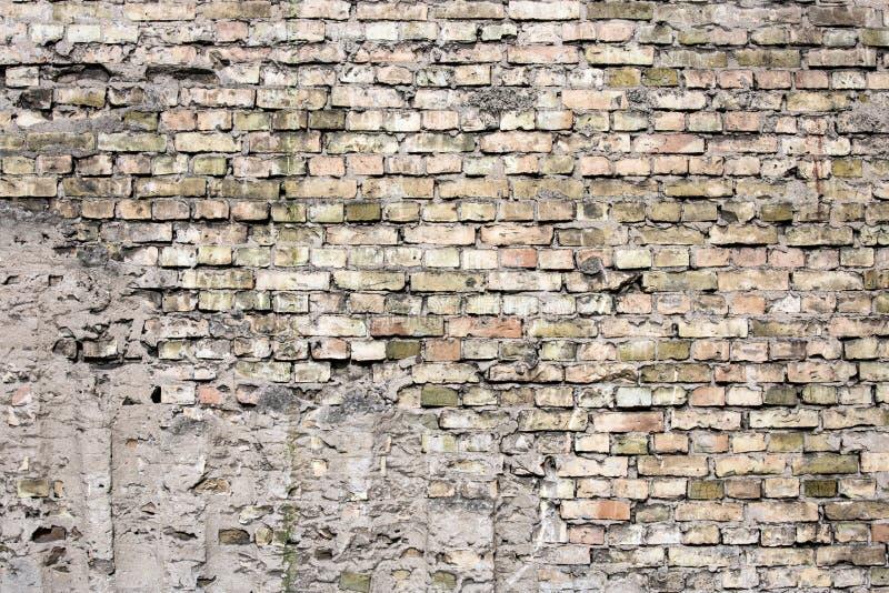 破裂的黑砖墙 免版税图库摄影