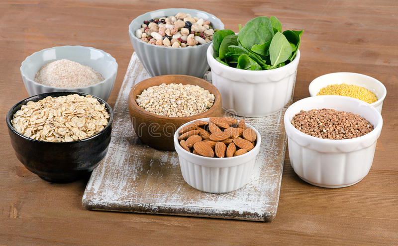 硅的食物来源在木桌上的 免版税库存图片
