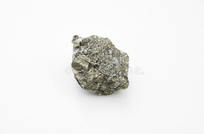 硫铁矿矿物被隔绝在白色 免版税库存照片