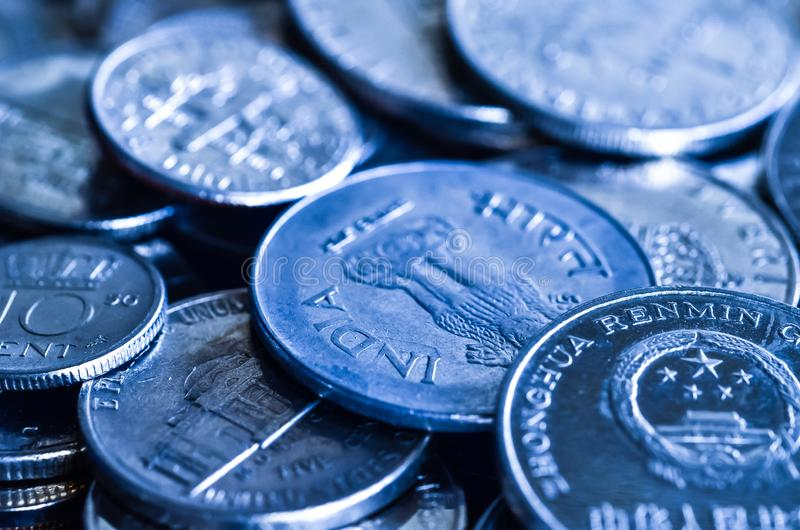 硬币做蓝色口气 免版税库存照片