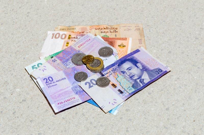 硬币和钞票在摩洛哥迪尔汗 免版税库存图片