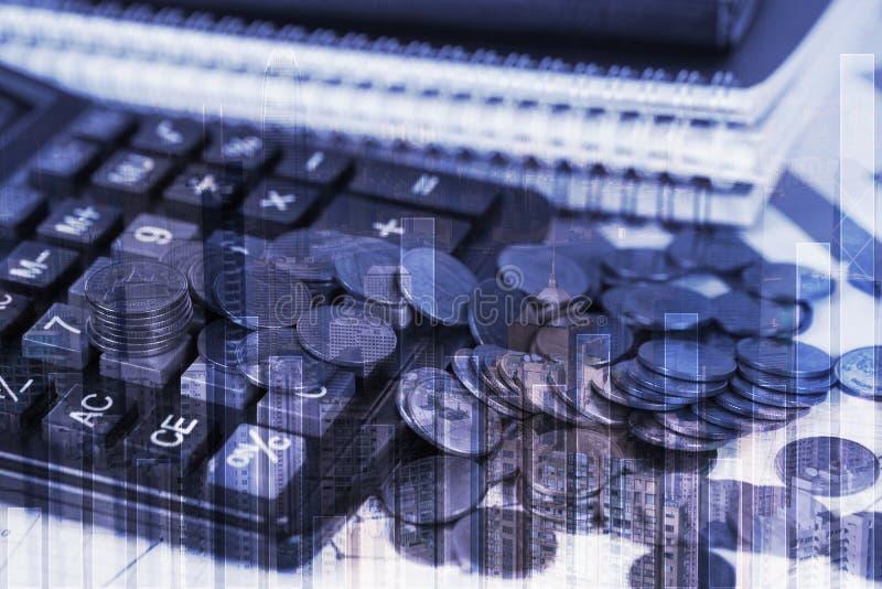 硬币堆两次曝光和财政座标图纸覆盖wi 免版税库存图片