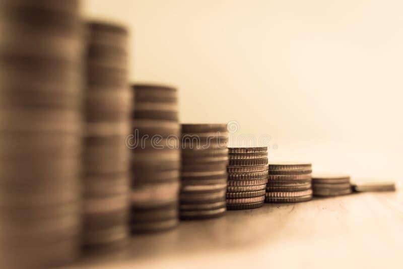 硬币堆步生长成长挽救金钱,概念财务Bu 库存照片