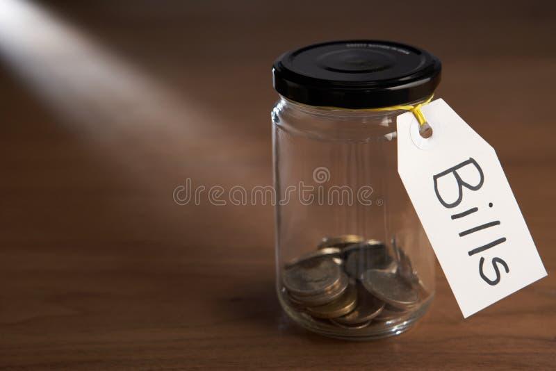 硬币堵塞瓶子 库存照片
