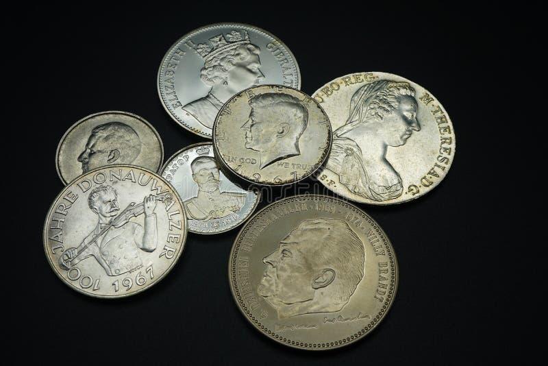 硬币的汇集从不同的国家的;奥地利,德国,美国,英国 库存图片