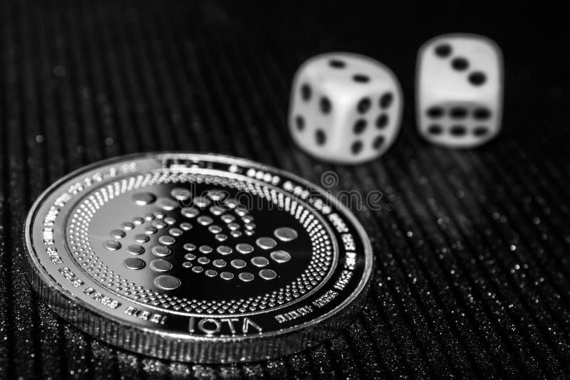 硬币cryptocurrency iota和辗压模子 图库摄影