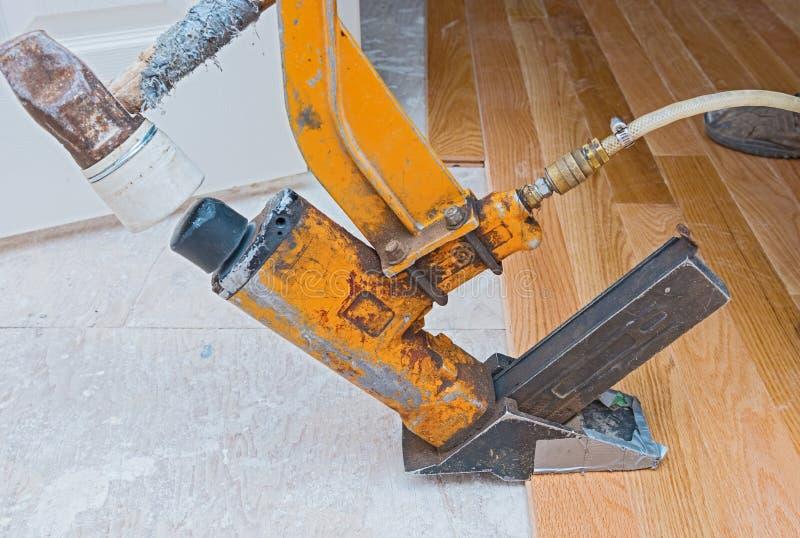 硬木地板安装 库存照片
