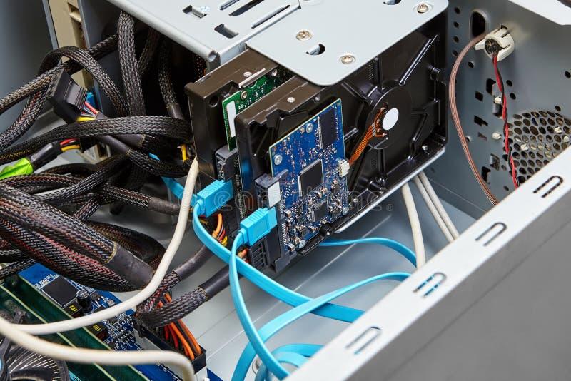 硬盘的连接与佐田缆绳 免版税库存照片