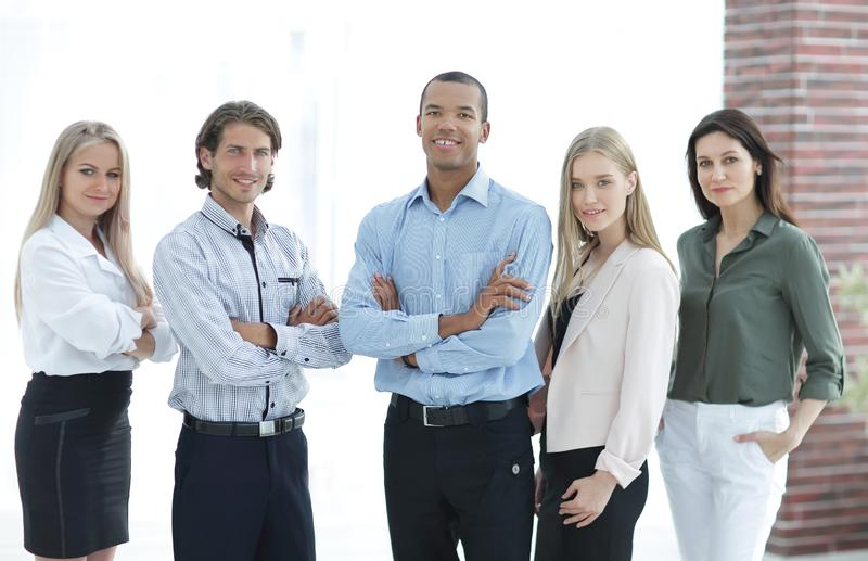 确信的不同种族的企业队 配合的概念 免版税图库摄影