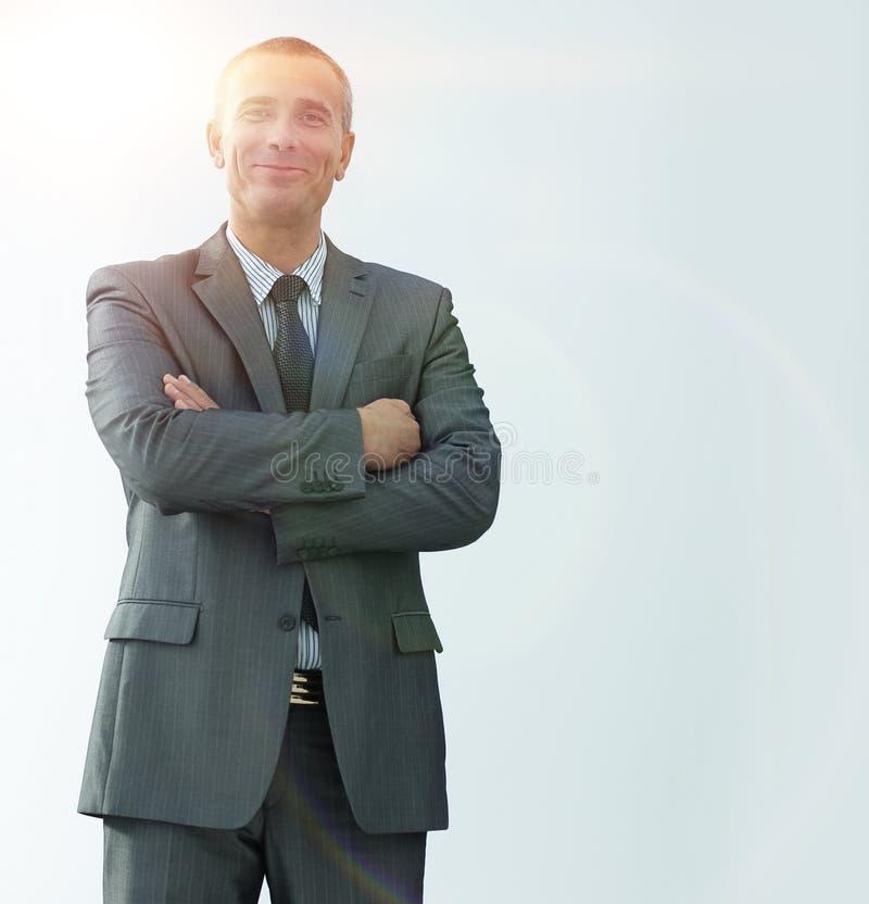 确信的商人特写镜头画象在衬衣和领带的 免版税库存照片