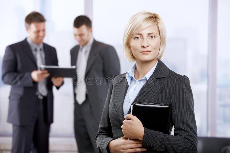 确信的女实业家 库存图片