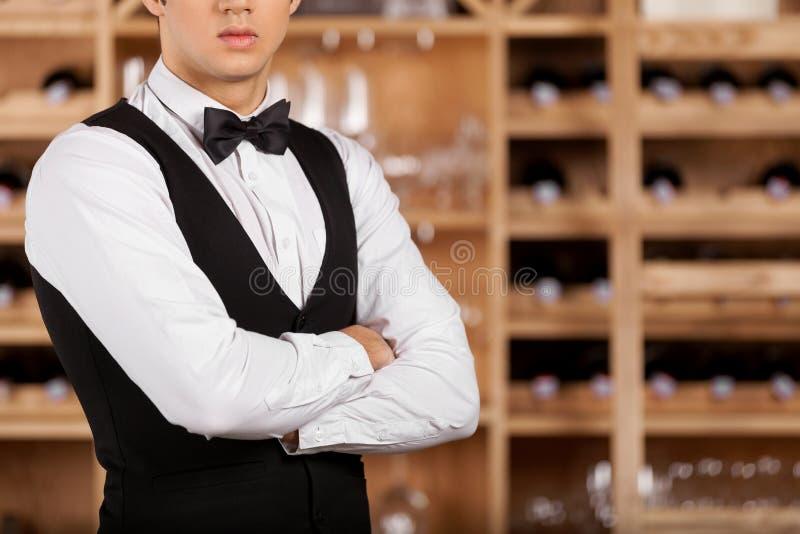 确信的斟酒服务员。 免版税库存图片