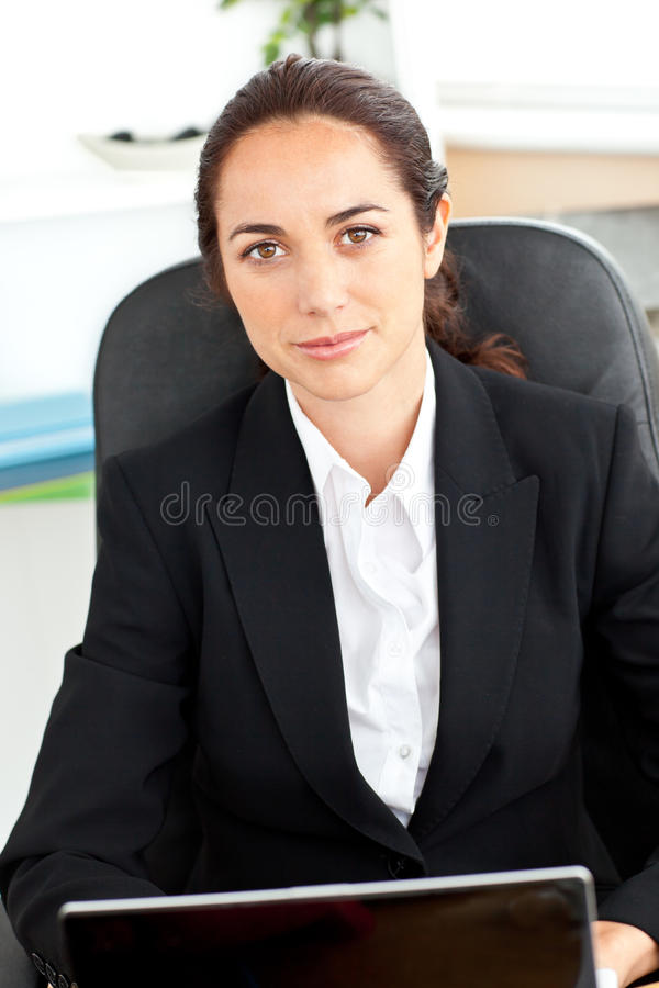 确定女实业家她的西班牙办公室自 库存图片