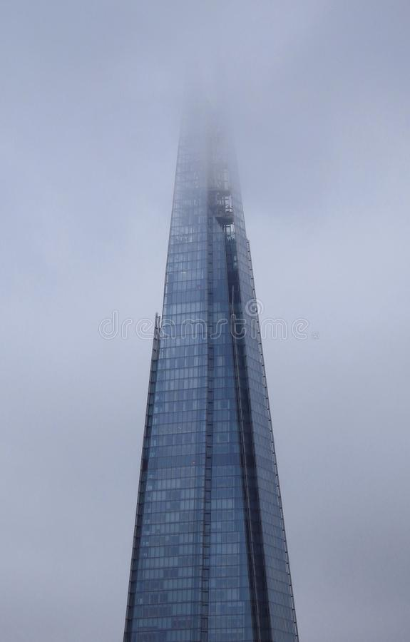 碎片的上面在伦敦,低云的在阴云密布,多雨的冬季天英国 2018年1月20日 免版税库存图片