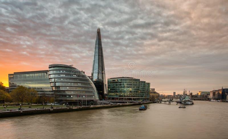 碎片,在日落的伦敦地平线 库存照片
