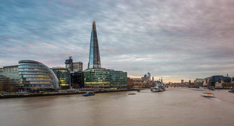 碎片,在日落的伦敦地平线 免版税图库摄影