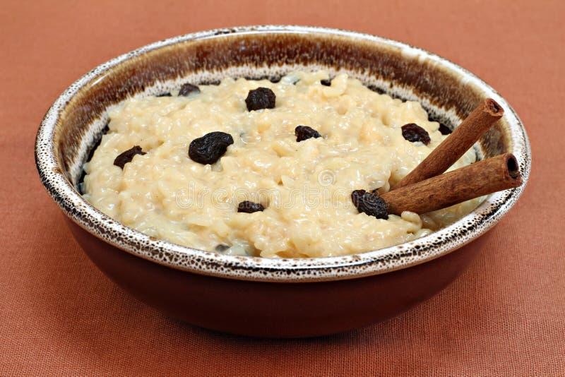 碗乳脂状的大布丁米 库存照片