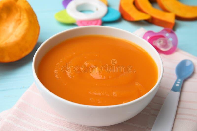 碗健康婴儿食品 免版税库存照片
