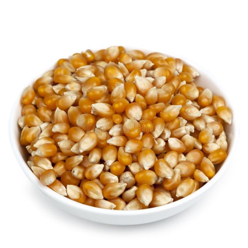 碗在白色的弹出的玉米 免版税图库摄影