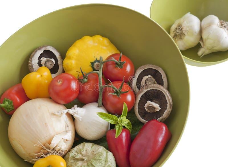 碗新鲜的未加工的蔬菜 库存照片