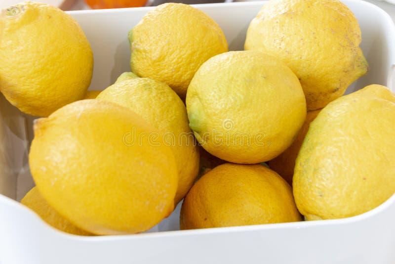 碗柠檬 免版税库存图片