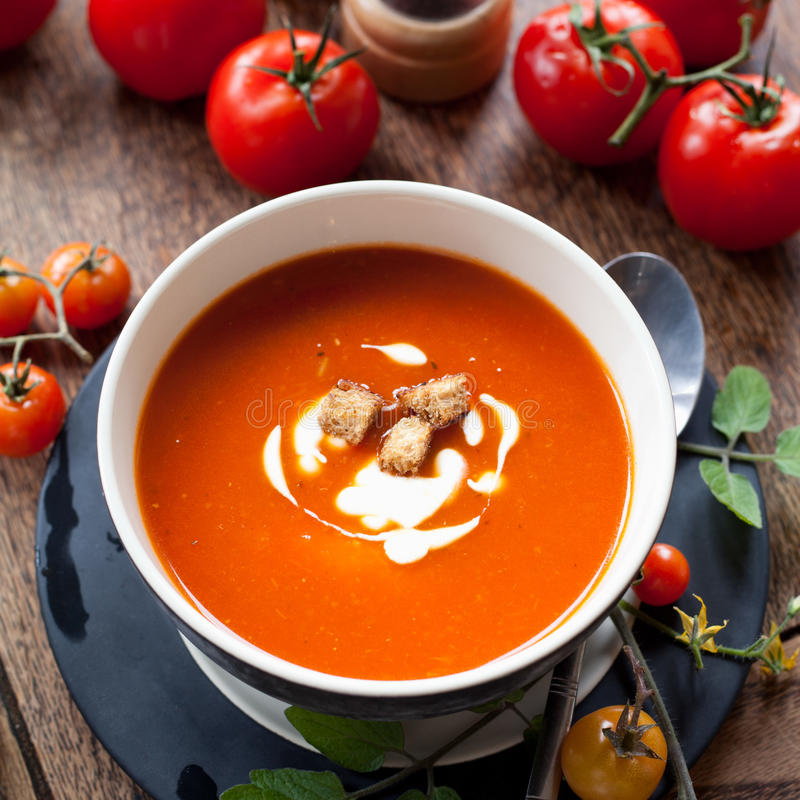 碗汤蕃茄蔬菜 免版税图库摄影
