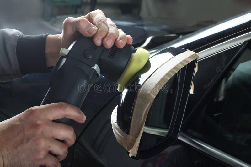 碗汽车推力增强的油替换服务 汽车的擦亮的镜子 免版税库存照片