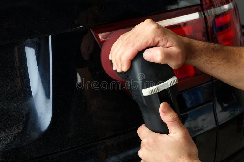 碗汽车推力增强的油替换服务 波兰语汽车的后方光学 免版税库存照片