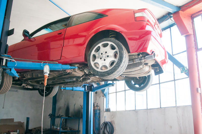 碗汽车推力增强的油替换服务 图库摄影