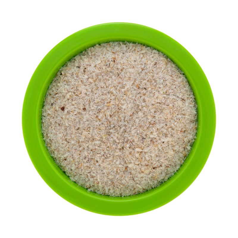 碗用在白色背景的蚤草果壳填装了 库存照片